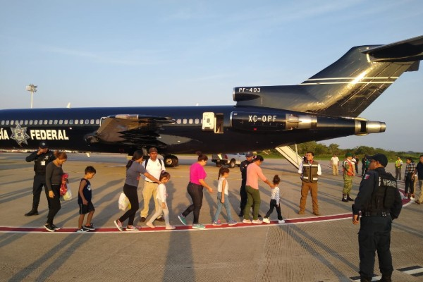 Policía Federal deporta a 106 migrantes a honduras