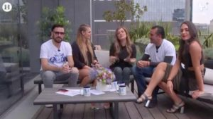 Arlette Parres en terraza con conductores de Meta.