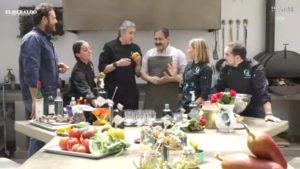 GastroLab en espacio abierto con comida en mesa